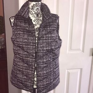 A beautiful NWT Land's End puffered Vest